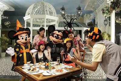 [Hong Kong Disneyland] Disney's Haunted Halloween (depuis 2007) - Page 3 Halloween-10-2